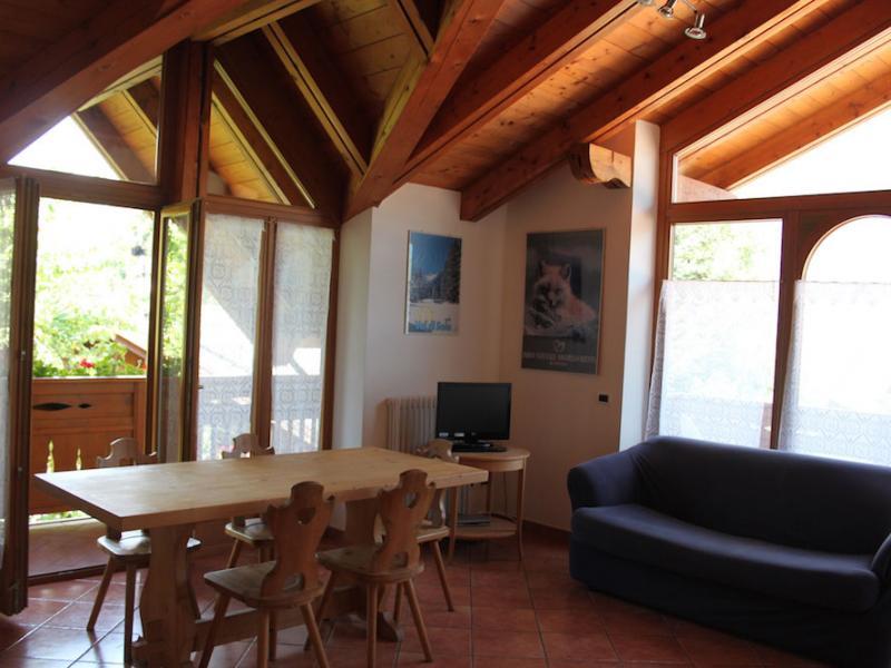 soggiorno-e-cucina-appartamento-stella-alpina