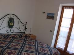 camera-matrimoniale-appartamento-bucaneve