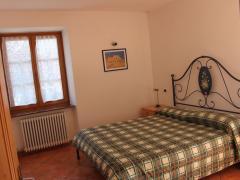 stanza-matrimoniale-appartamento-genzianella