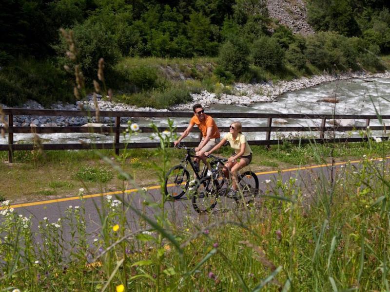 pista ciclabile val di sole una pedalata romantica