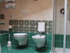 bagno-camera-superior-con-doccia-e-vasca